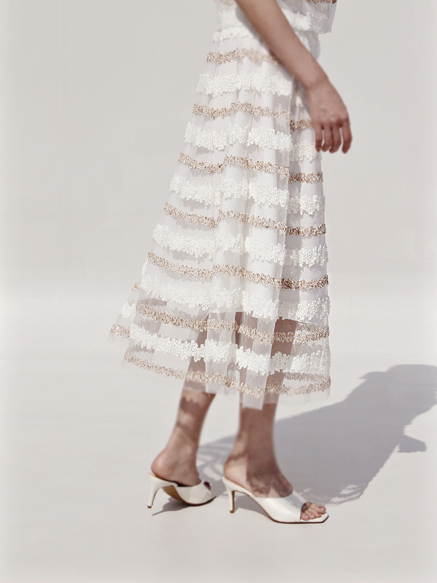 horizontal line lace_skirt_white